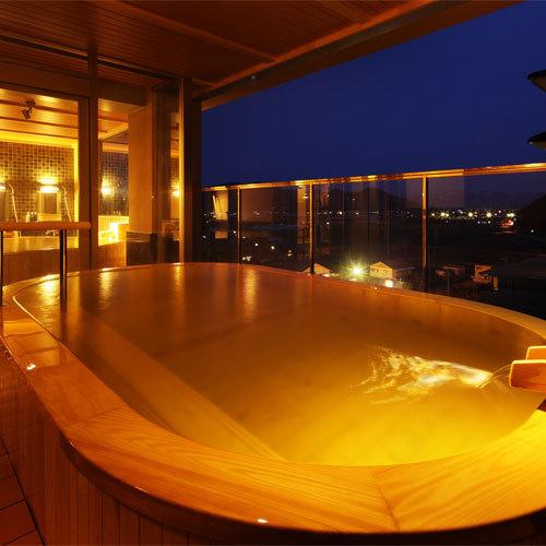 展望檜風呂【熱の湯】-小判の形の露天風呂-男湯