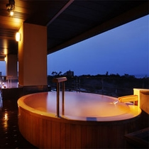 展望檜風呂【熱の湯】-桶の形の露天風呂-女湯