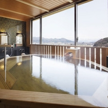 展望檜風呂【熱の湯】-八角形の檜風呂-男湯