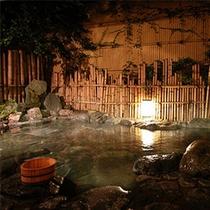 夜の露天風呂 一晩中温泉が楽しめます。