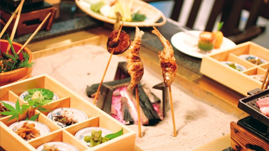 【炭火焼き料理】『囲炉裏で炙った、地産の旬の味覚に舌鼓!』レトロな雰囲気で食事を楽しむ♪
