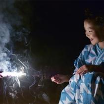 ■ 花火を楽しむ子ども