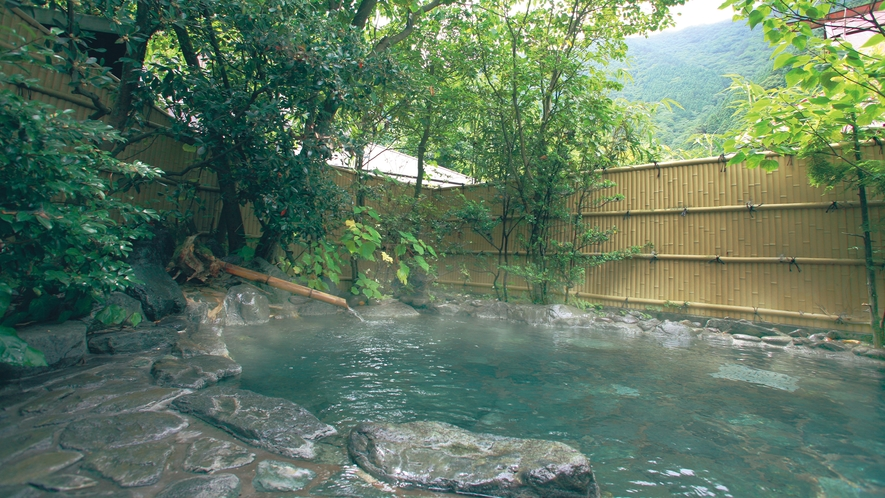 ■温泉「美女つくりの湯」露天風呂 山奥の秘境の湯を存分にご満喫!