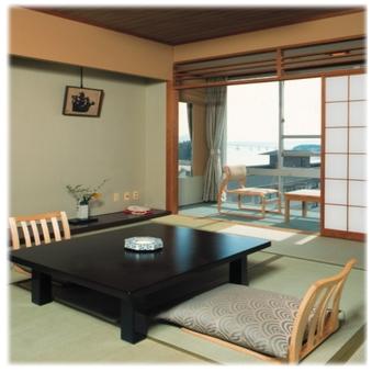 和倉の街並みを見下ろす街側スタンダードタイプ10畳和室
