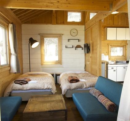 「限定2棟」本館に隣接した洋室ログキャビンに泊まろう1泊2食付きプラン(禁煙室)。