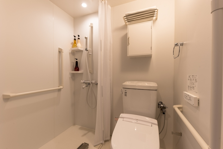 広々ツインベッドルーム1Fシャワー室トイレ