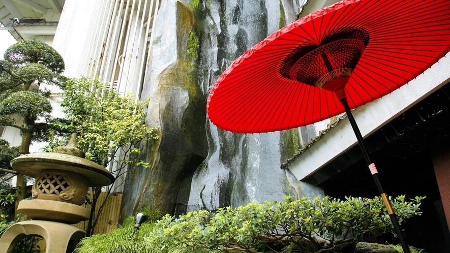 正面玄関,滝&和傘