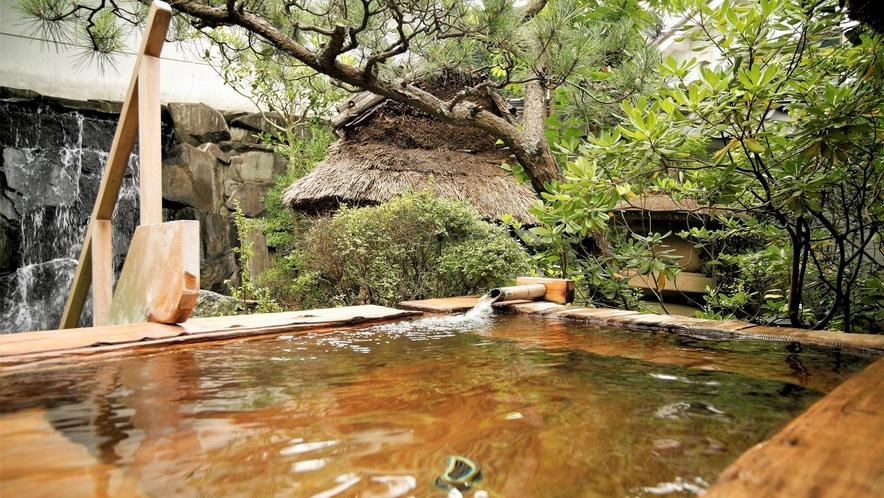 夏の檜露天風呂‐大浴場