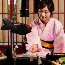 【モデル画像】炭火山里料理はご自身で焼いてお召し上がりいただきます。