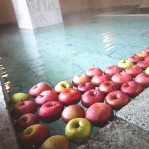 【女性専用風呂 ひすいの湯】9月〜11月は月夜野特産のりんごが浮かぶ香りの湯となります。