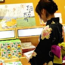 【売店】品揃えも豊富な館内の売店でみなかみのお土産をGET!