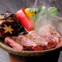 【特選牛のステーキ】やわらかいお肉は絶品です!人気のステーキ付きプラン