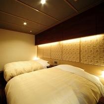 【新モダン和洋室 南竜館10畳+シモンズベッド】和室10畳+ツインベッドルームを配したお部屋です。