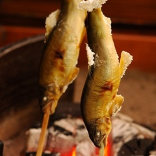 【炭火山里料理】川魚の炭火焼は絶品!