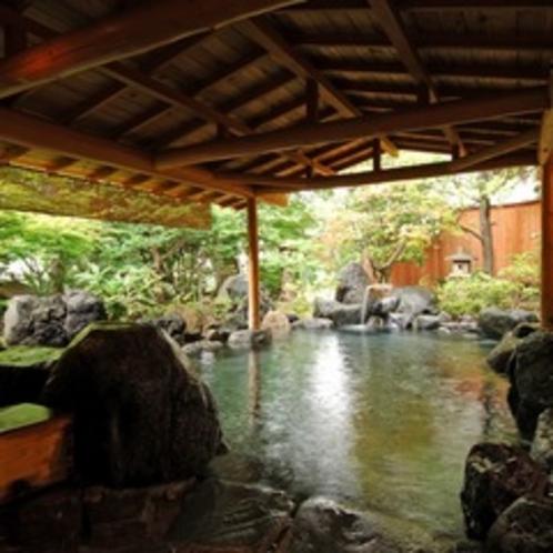 【庭園露天風呂 たまゆらの湯/昼の雰囲気】利根川のせせらぎを聞きながら川風を感じる露天風呂。