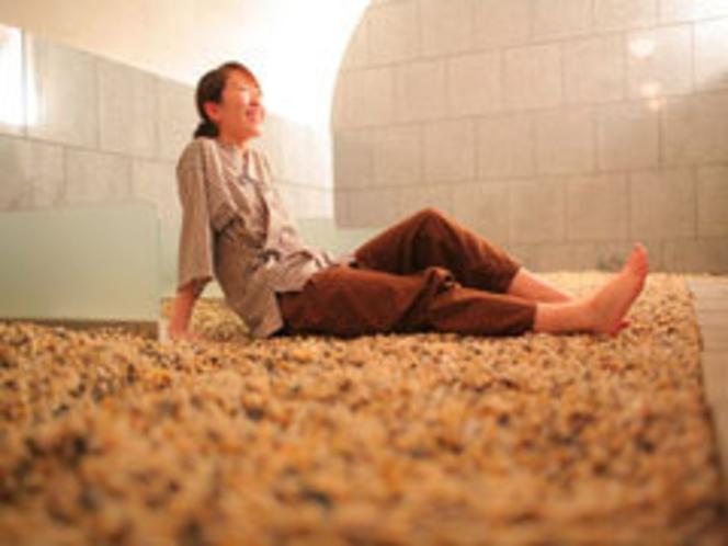 【薬石岩盤浴嵐の湯】湯のない石の温泉として今話題の施設です。まずは一度ご体験ください