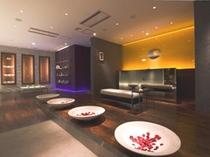 【エステ入口】洗練されたデザインが高級リゾートを感じさせてくれる空間。