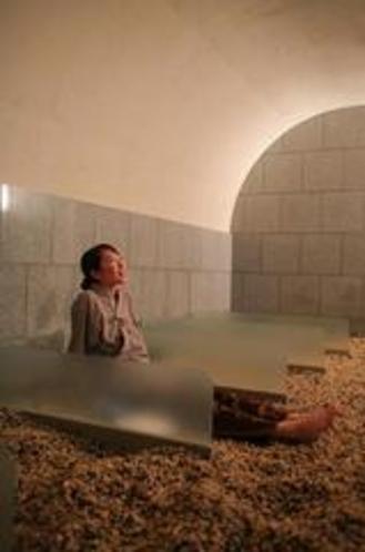 【薬石岩盤浴嵐の湯】クチコミでも話題の嵐の湯は、只今リピーター急増中。その爽快感を体験してください