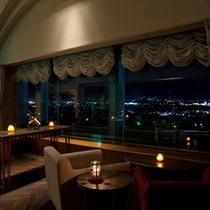 ≪ワインバー≫甲府盆地の夜景を見渡す最上階の貴賓席