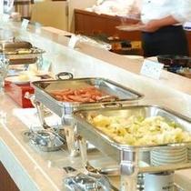 【朝食】和洋バイキングでご用意しております(和定食の場合もあり)