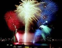 【石和温泉花火大会】毎年8/21に開催される一大イベントです。打上げ会場までホテルから徒歩25分