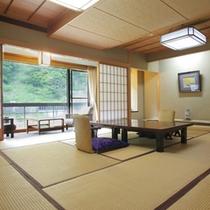 【対峰閣・特別和室12.5畳】石庭がゆとりの空間を演出。別室が付いているタイプのお部屋もございます。