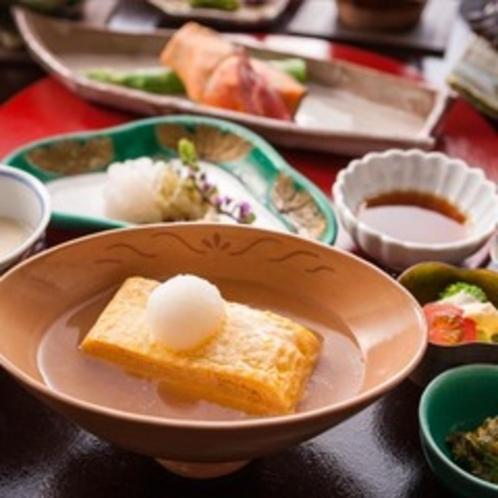 【出汁巻きみぞれ餡】朝食の定番、出汁巻き卵を上品なみぞれ餡でお楽しみください。
