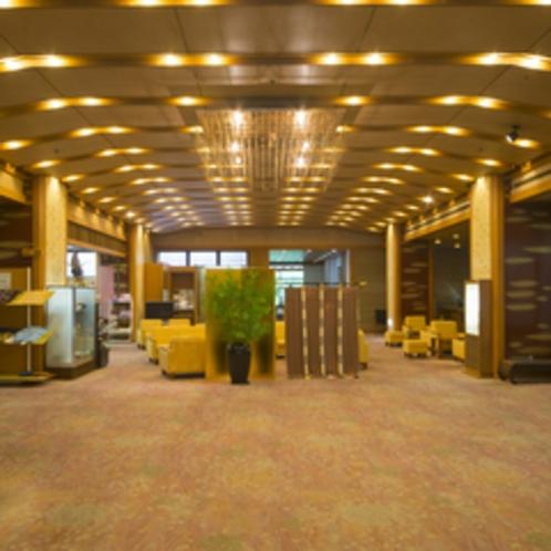 【ロビー】ギャラリーも併設された明るいフロントロビー。スタッフのおもてなしがお客様をお迎え致します。