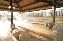 露天風呂と湯けむり2