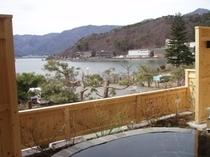 露天風呂からの河口湖
