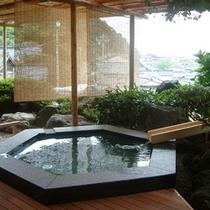 輪島港を眺望する露天風呂(男女入れ替え制)の一例
