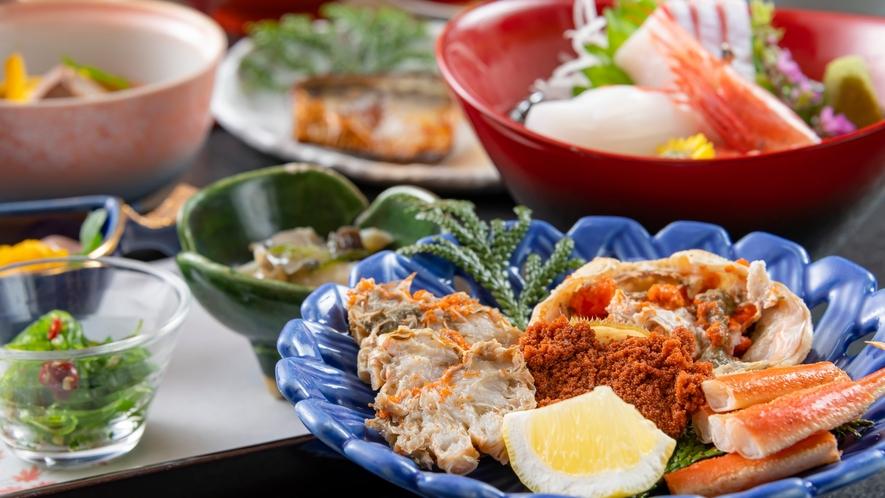 メスのズワイガニ「香箱蟹」は小ぶりなぶん、濃厚な味わいが魅力。赤い宝石みたいな卵も楽しめます。