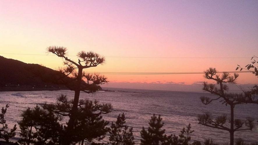 素敵な夕日で一日の疲れを癒しませんか?