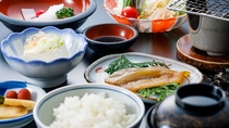 朝は和朝食をご用意。