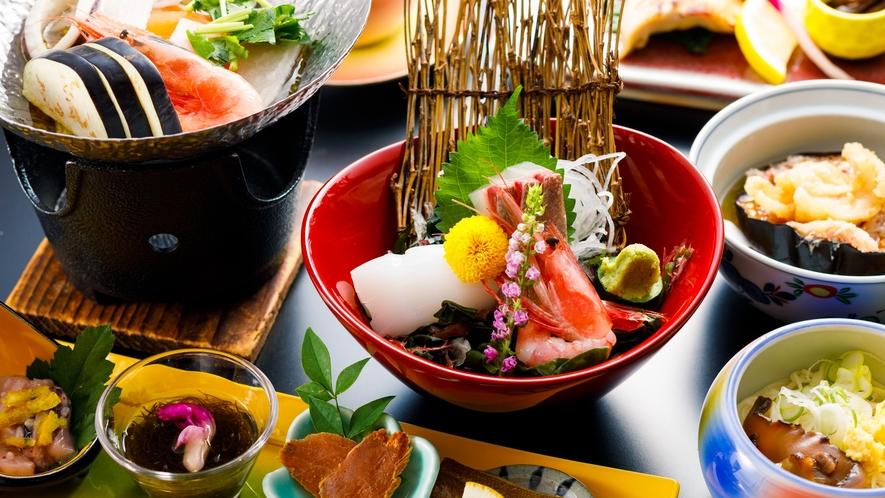 四季折々の食材をふんだんに取り入れた季節替わりの会席料理。