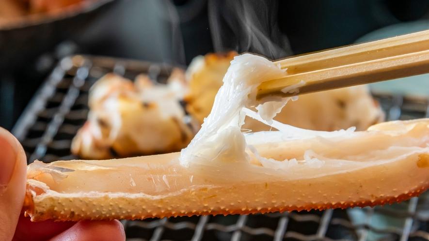 ぷっくりふと膨れ上がった蟹足。アツアツのうちにお召し上がりください。
