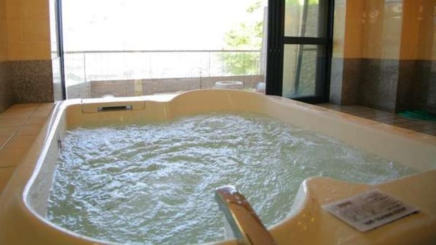 輪島港一望の貸切露天風呂「きらら」(有料・要予約)。ジェットバスが気持ちいいです。
