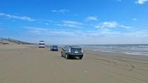 【千里浜なぎさドライブウェイ】全国的にも珍しい、車で走れる砂浜です。