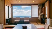 お二人様でのご利用に、10畳客室。海岸側、輪島港側がございます。(※写真は海岸側)