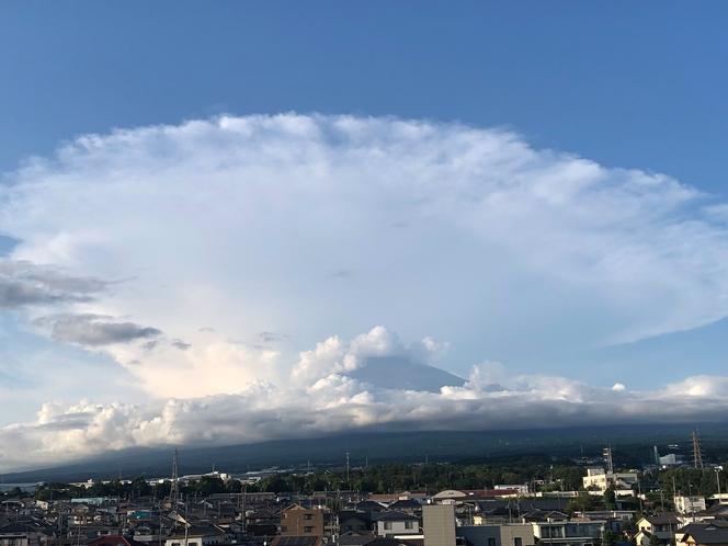 2020/08/30「かなとこ雲」と富士山