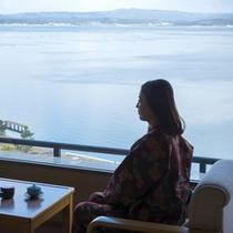 客室から海を眺める