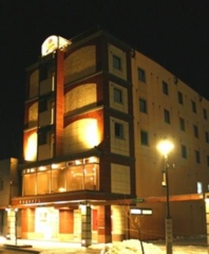 東栄ホテル外観夜遠泳