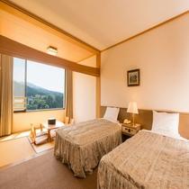 【和洋室】 ベッド2本と奥には6畳のあるお部屋 ☆禁煙ルームとなっております☆