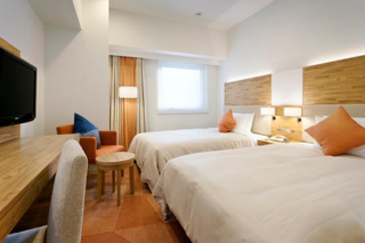 スーペリアツインルーム 19.4平米/シモンズ社製セミダブルサイズベッド 幅120cm