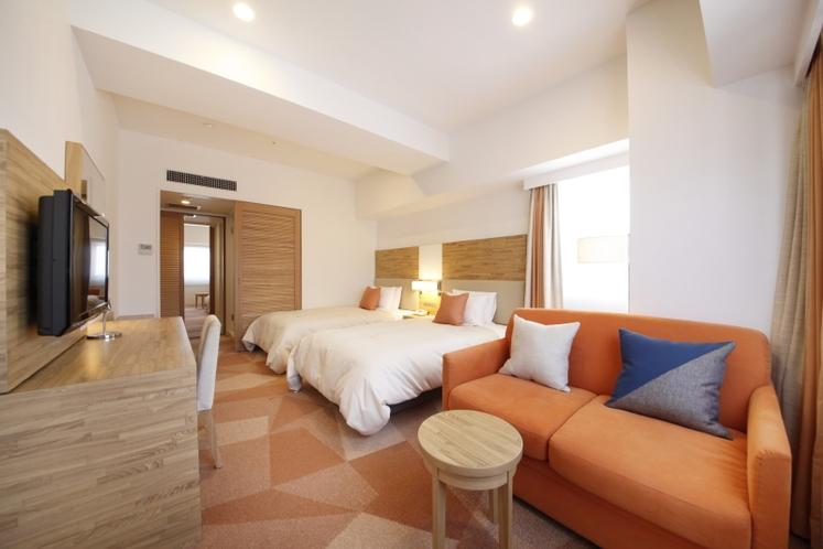 デラックスツインルーム 26.9平米/シモンズ社製セミダブルサイズベッド、幅120cm