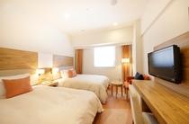 スタンダードツインルーム 19.4平米/シモンズ社製セミダブルサイズベッド 幅120cm