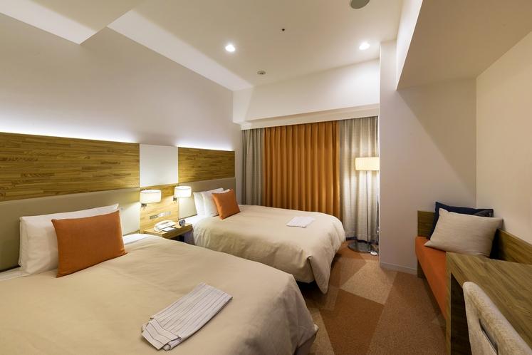 スーペリアツインルーム 19.4平米/シモンズ社製セミダブルサイズベッド、幅120cm