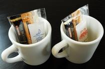 お部屋のコーヒーセットはご自由にお飲みください。