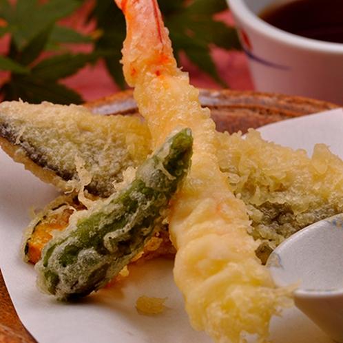 【料理】季節の夕食一例(季節野菜とエビの天婦羅)