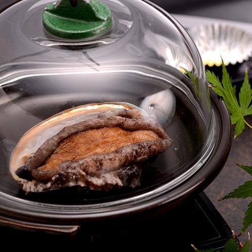 【料理】季節の海鮮料理(アワビの陶板蒸し)